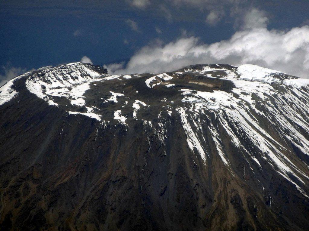 Aerial view of Kibo, Kilimanjaro's main summit, 2014 (Photo: Hansueli Krapf / Wikimedia Commons)
