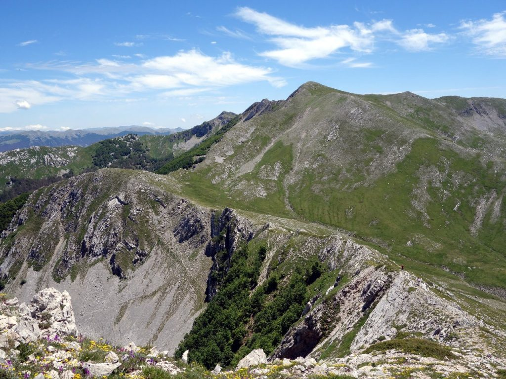 From this vantage point on the summit of Monte Ginepro, four more peaks over 2000m can be seen, all a short walk away