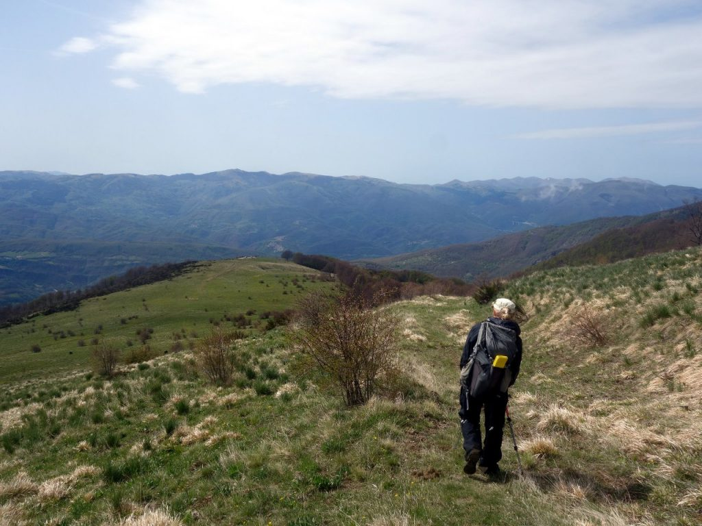 Descending to the green meadows of Macchie Piane
