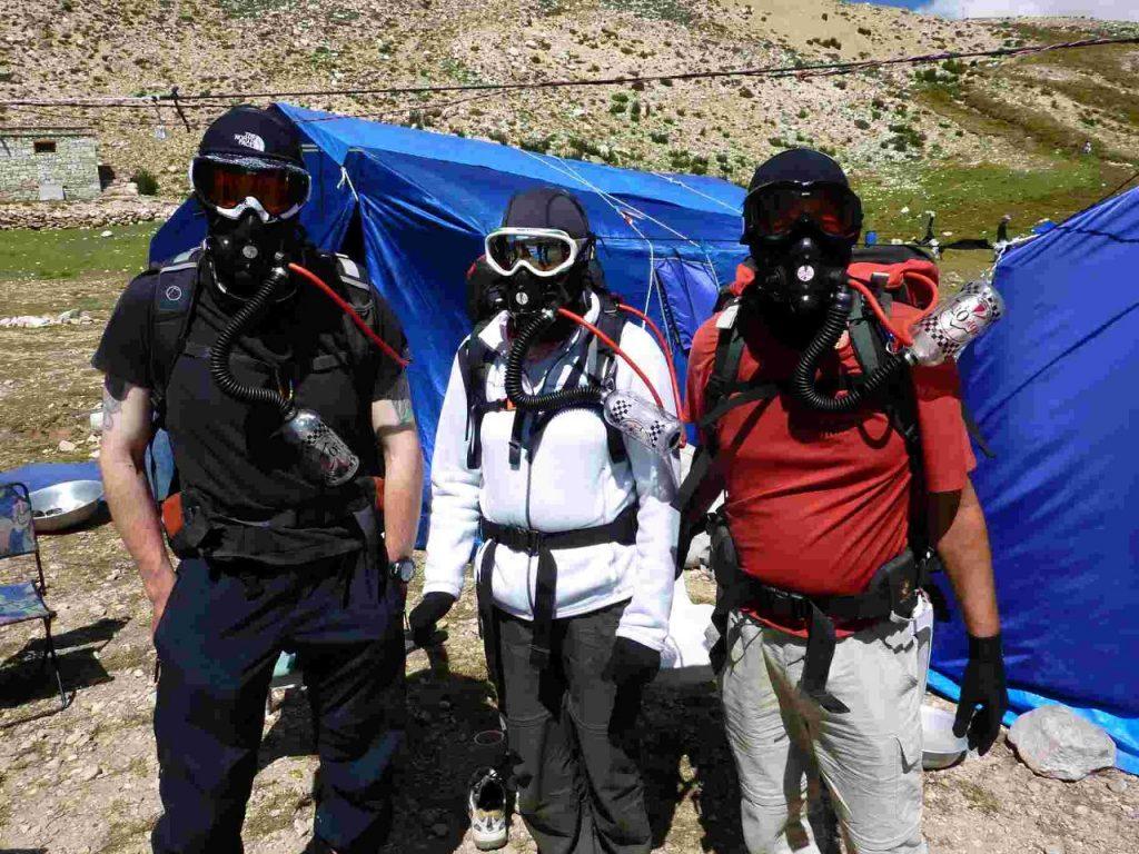 Testing oxygen apparatus on the Tibetan plateau (Photo: Edita Horrell)