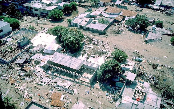 Buildings of Armero buried under mud following the 13 November 1985 lahar (Photo: N. Banks / Wikimedia Commons)