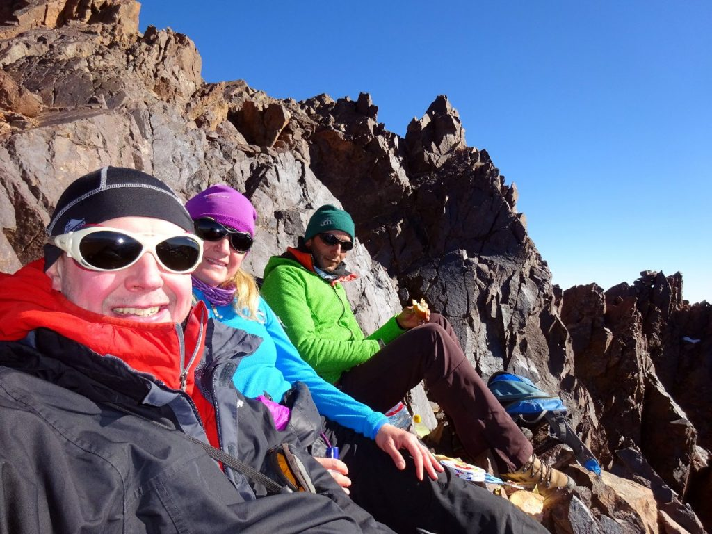 Lunch with Edita and Lahcen, on a ledge beneath the summit of Ras n-Ouanoukrim