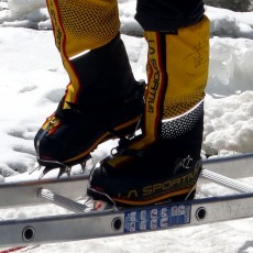 BREAKING NEWS: People with size 14 feet can no longer climb Mount Everest