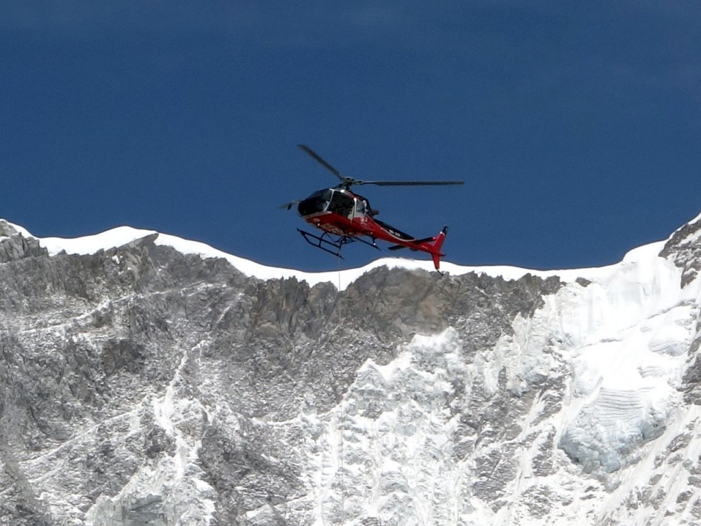 Last Friday the Chinese climber Jing Wang and her team of 7 Sherpas made the very first chopper-assisted ascent of Everest