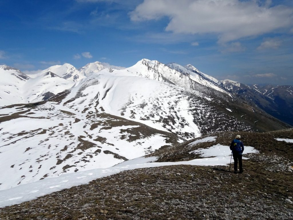 On top of Monte Ienca, with Pizzo di Camarda in the foreground, and Pizzo d'Intermesoli and Corno Grande behind its left shoulder