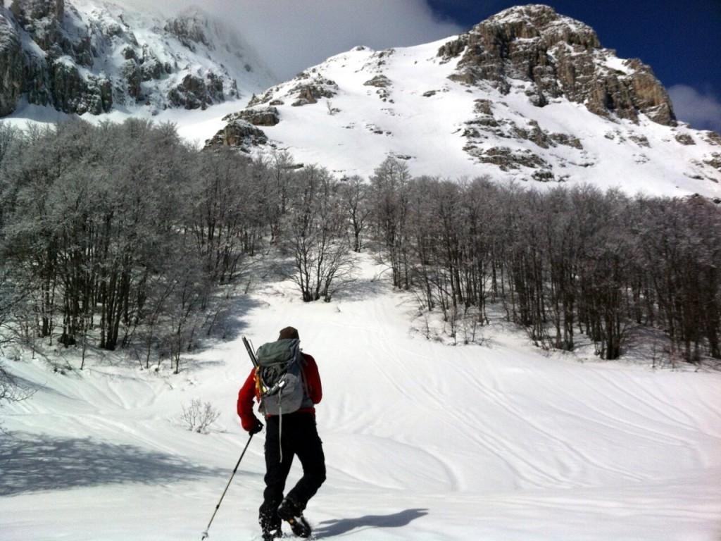 Approaching the northern cliffs of Monte Sirente in winter (Photo: Edita Nichols)