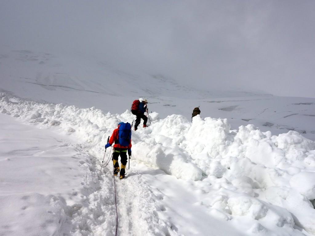 Crossing new avalanche debris