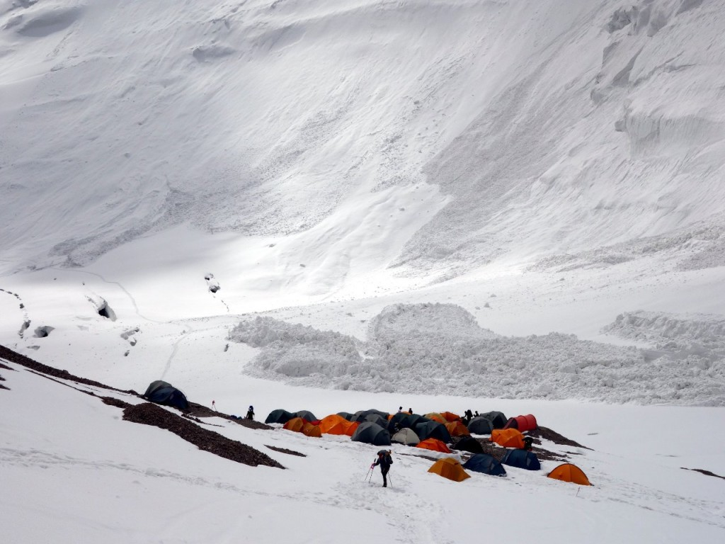 Another huge avalanche falls alarmingly close to Camp 2 in the Frying Pan