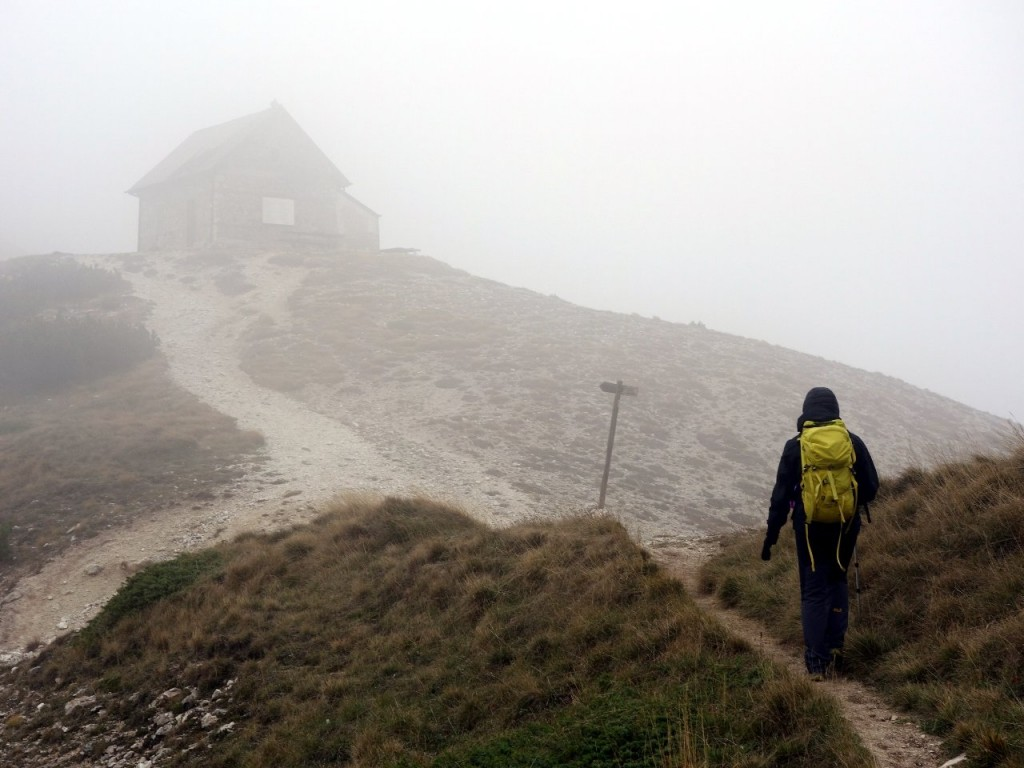 Approaching the hut at Forca Resuni in thick mist