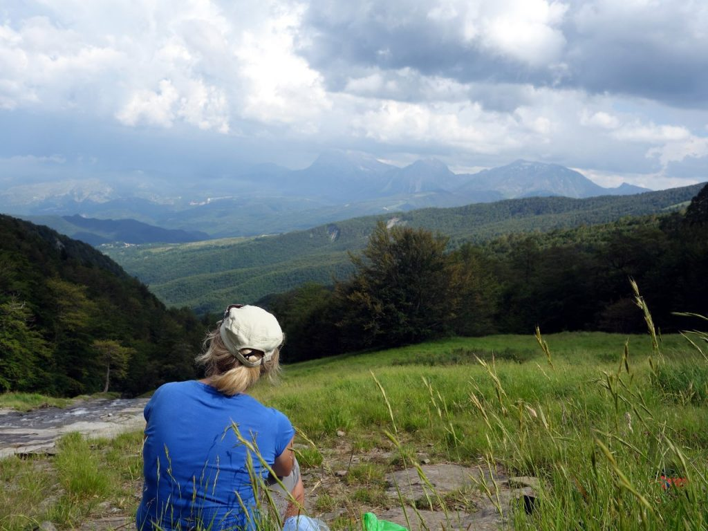 Taking a break at the forest line, with the mountains of Gran Sasso as a backdrop