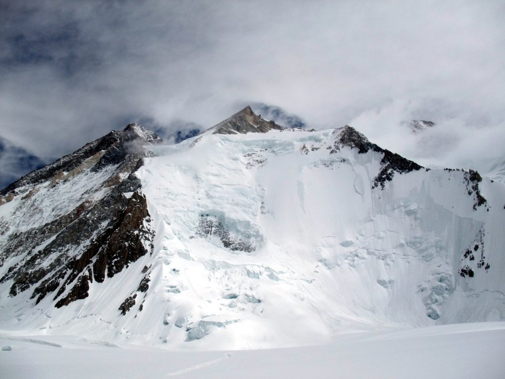 I was on Gasherbrum II myself in 2009, when Ueli Steck reached the summit in conditions that were marginal for the rest of us