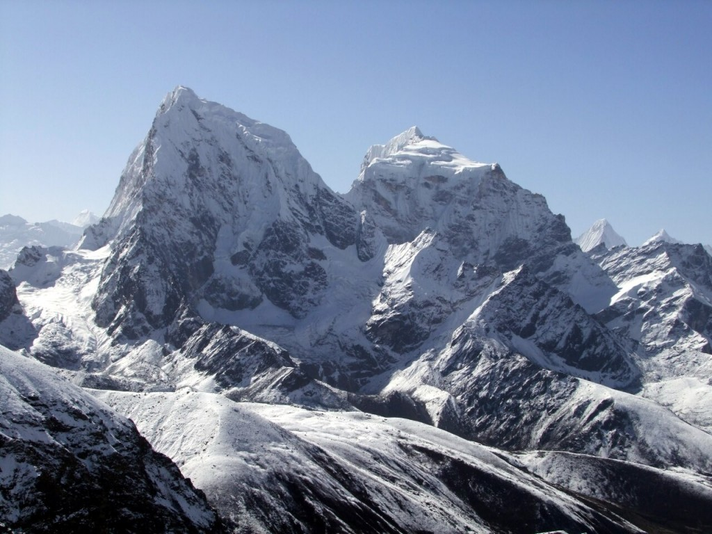 Cholatse is striking from a number of angles, most notably the popular viewpoint of Gokyo Ri