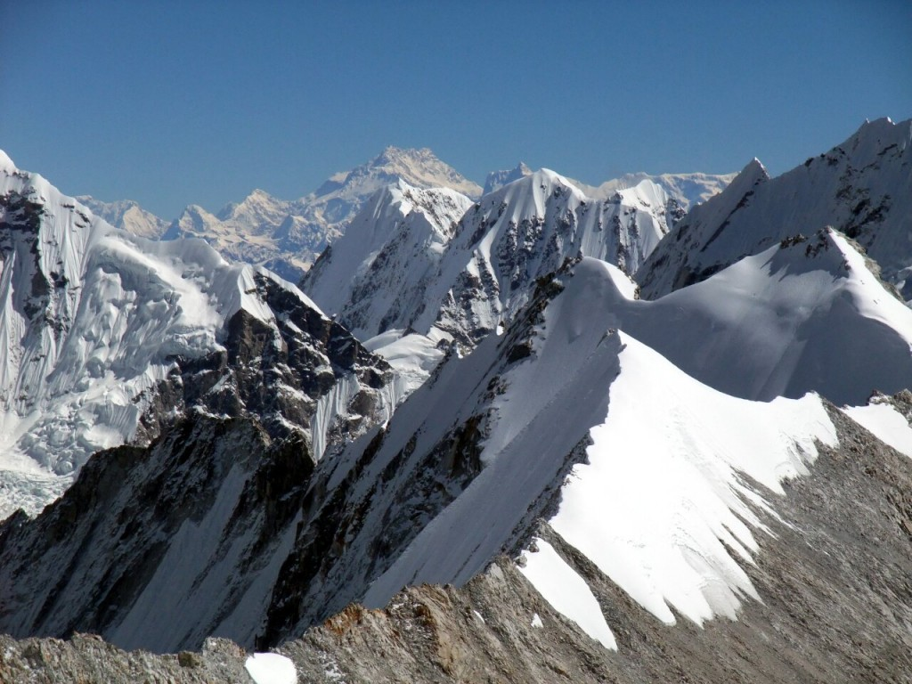 Kangchenjunga (8598m) on the far horizon