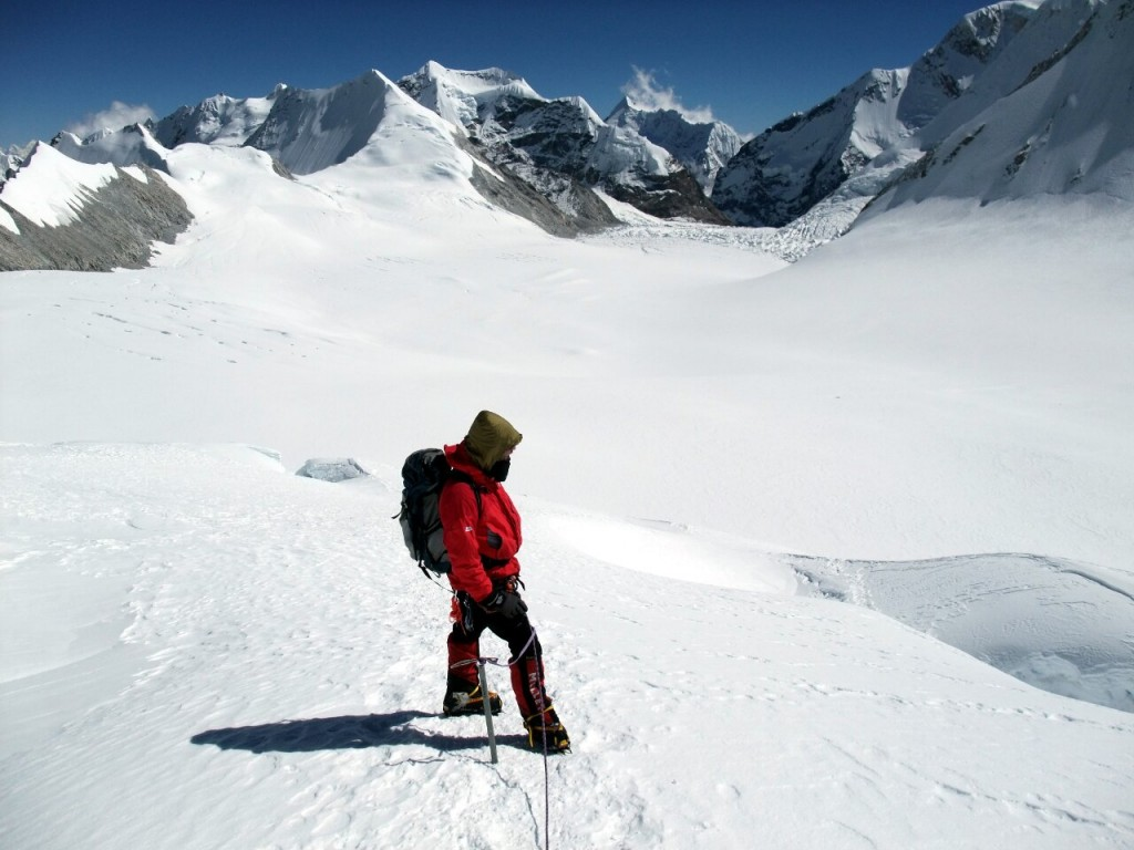 Mark D during the ascent to Camp 2, with the Baruntse Plateau and Sherpani Col below