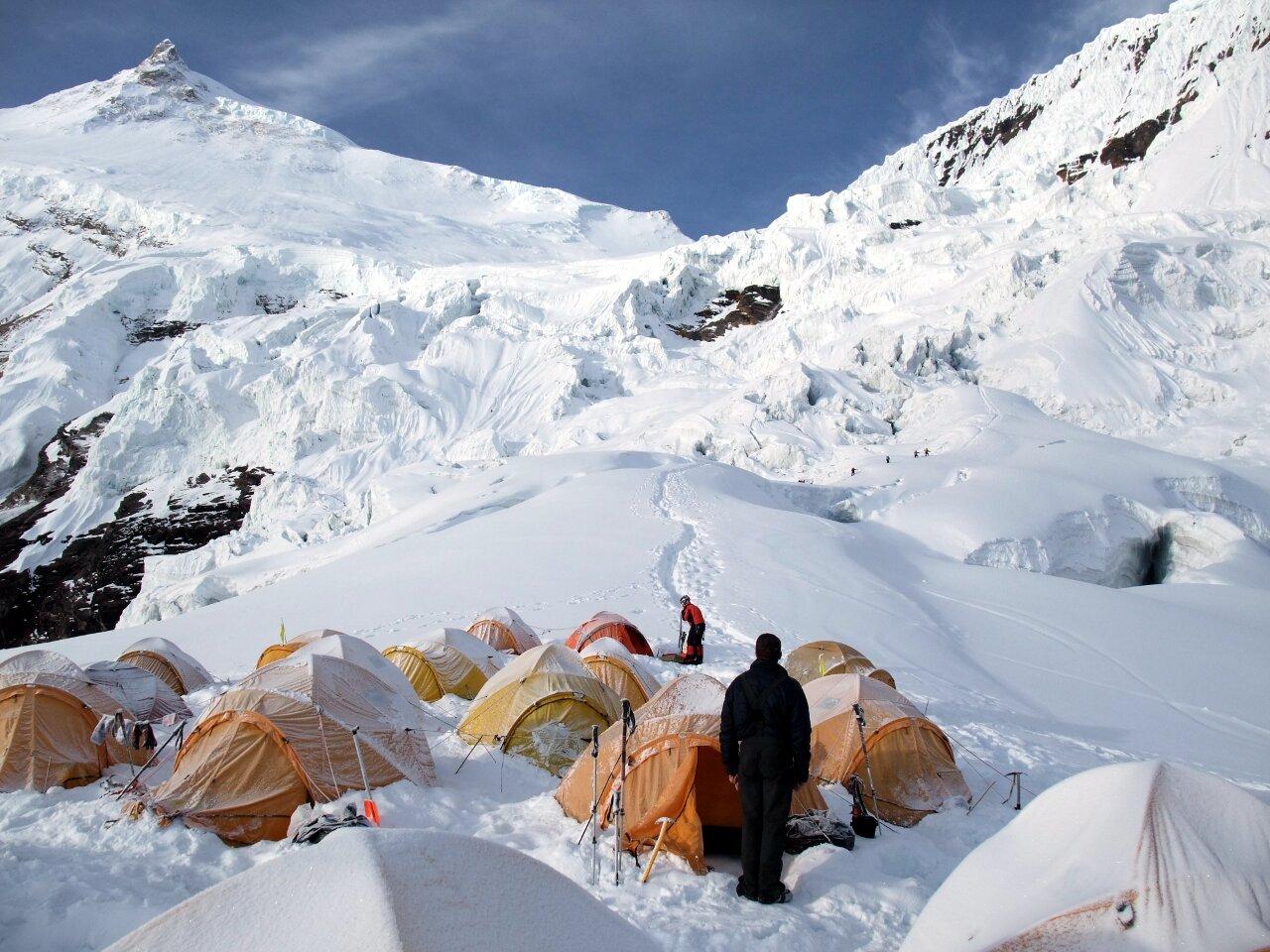 On Parasitic Climbers Manaslu S Serac Maze Mark Horrell