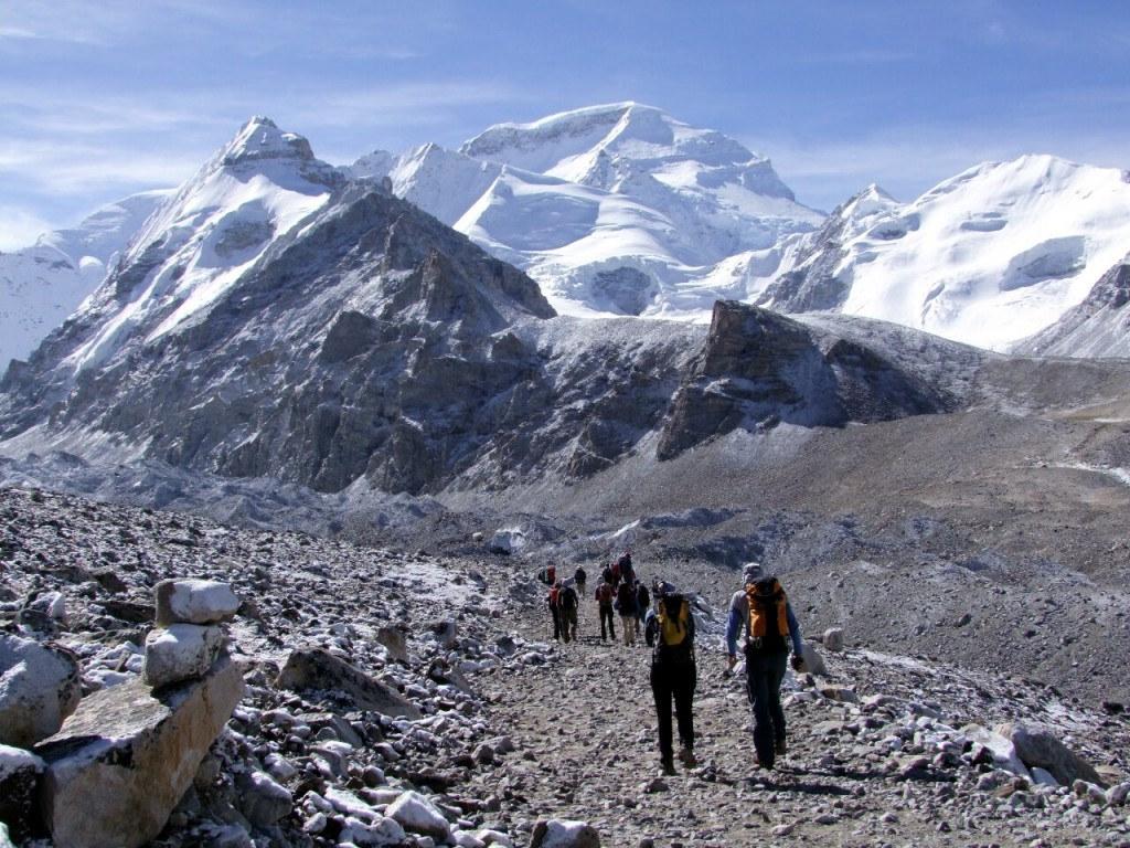 Rocky trail with Cho Oyu up ahead