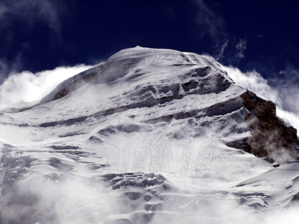 Clear evidence of avalanche debris on Cho Oyu in 2010