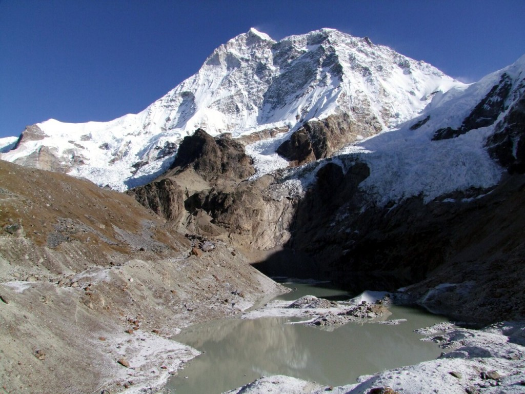 Makalu, scene of a tragedy last month