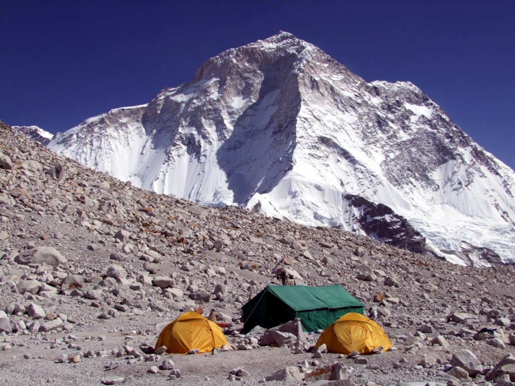 Baruntse Base Camp and Makalu, a place to be treated with respect