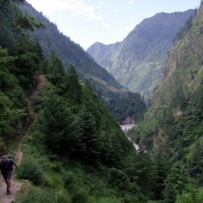 A monsoon trek and first foray onto Manaslu