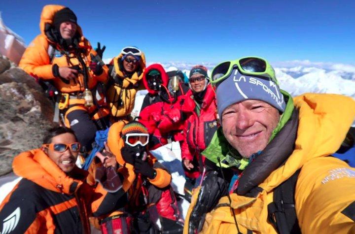 Manaslu summit selfie (Photo: Benegas Brothers)