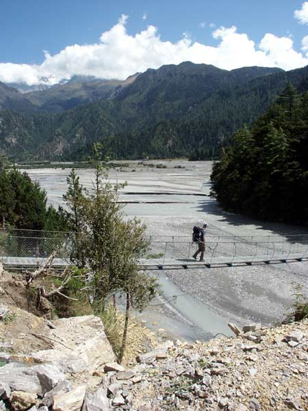 Crossing the Kali Gandaki on a suspension bridge near Kokethanti