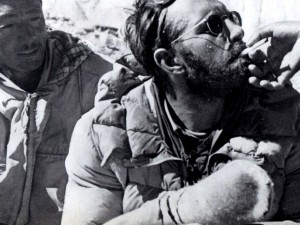 Herbert Tichy after the first ascent of Cho Oyu. His hands were so badly frostbitten that he even had to have help to enjoy a smoke (Photo: Herbert Tichy, taken from the book Himalaya, 1968)