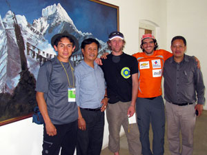 Victor (left) in Kathmandu with other members of his Manaslu expedition (Photo: Hernán Wilke)