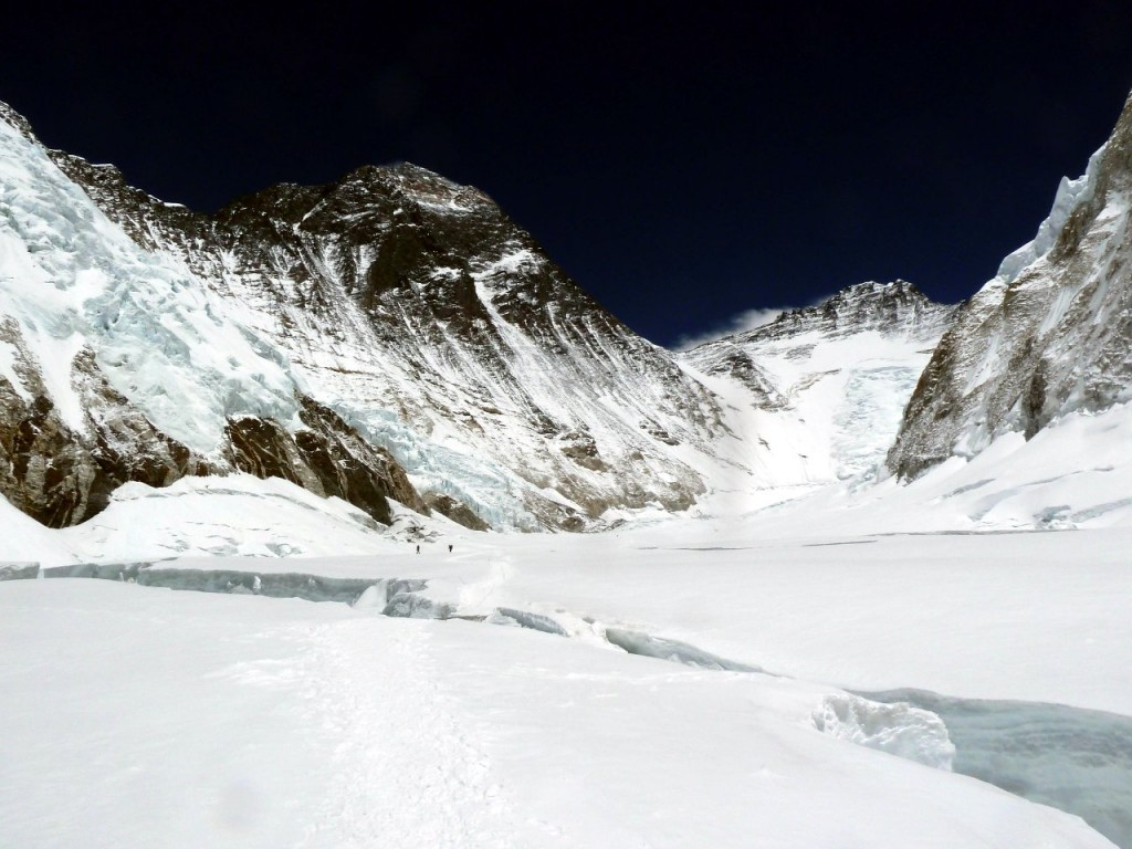The Western Cwm with Everest and Lhotse up ahead, the scene of an extraordinary incident (Photo: Rupert Pupkin)